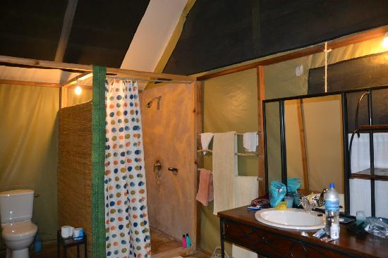 Maramboi Tented Camp: bathroom