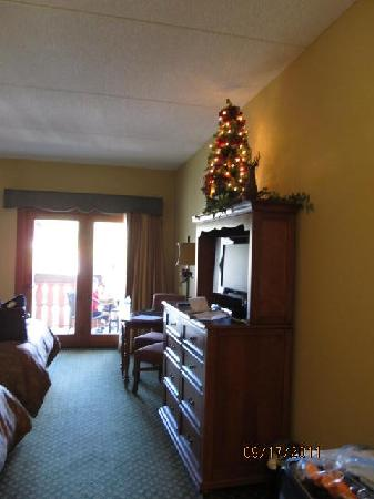 The Inn at Christmas Place: 2-Queen bed room with a balcony.   Bigger than your usual hotel room.  The extra storage helped