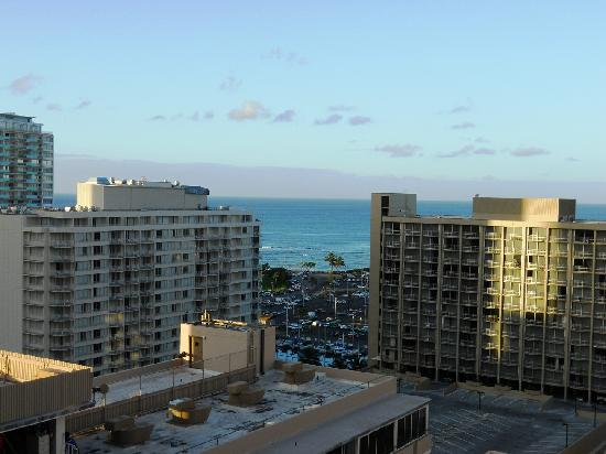 Marina Tower Waikiki: Partial Ocean View