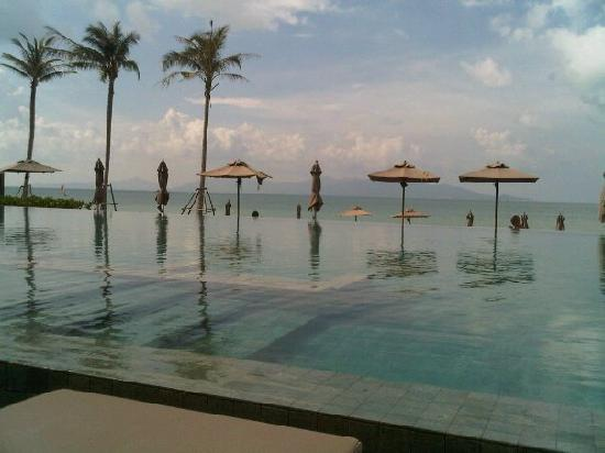 ‪‪Hansar Samui Resort‬: Infinity Pool over looking the beach‬