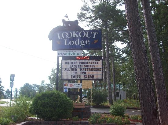Lookout Lodge: Lodge sign