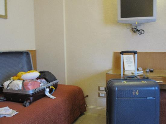 Hotel Perseo: Extra bed for luggage