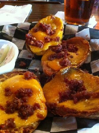 Huey's Downtown: Delicious potato skins!