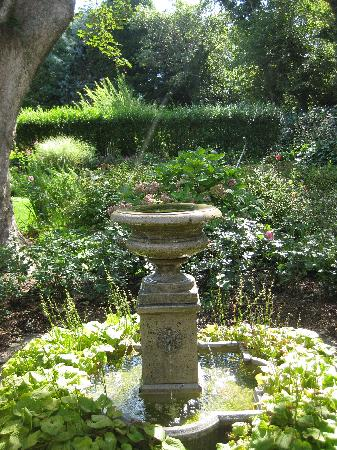 A Butler's Manor : a gorgeous fountain sits right on the patio