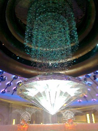 มาเก๊า, จีน: Galaxy's 'Fortune Diamond' Show (Casino's Main Entrance)