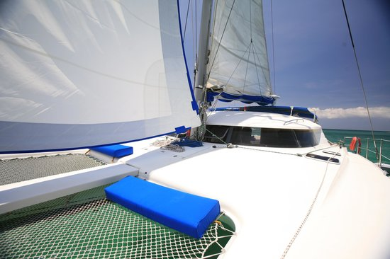D' Boracay Sailing Experience: Sailing in Style aboard MAHAL at Boracay