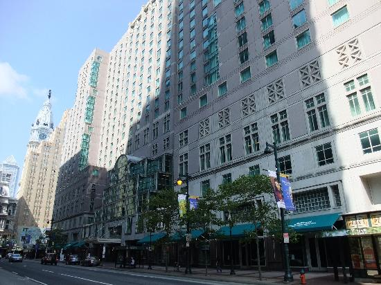 Philadelphia Marriott Downtown: View of the hotel on Market St