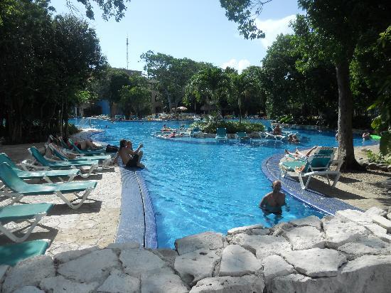 Occidental at Xcaret Destination: piscine 2