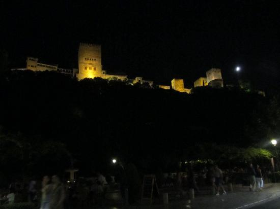 Hotel Casa Morisca: Night view of Plaza just steps from Hotel
