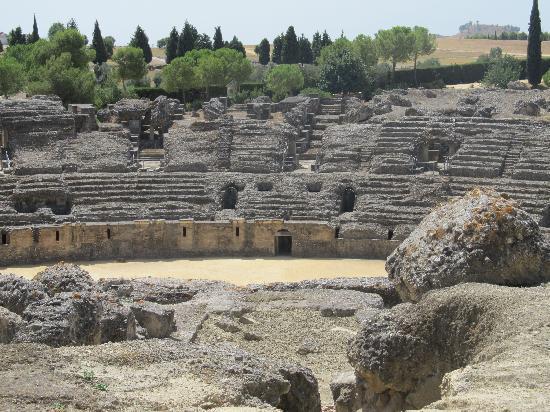 แหล่งโบราณคดีอิตาลิกา: Colleseum