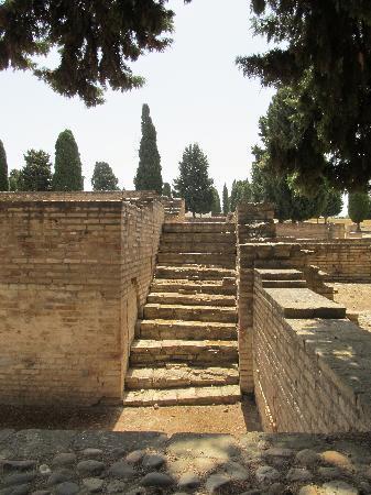 แหล่งโบราณคดีอิตาลิกา: More ruins