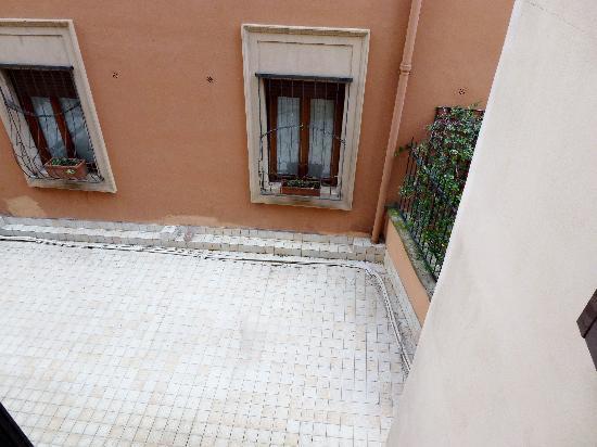 โรงแรมอิมพีโร: view from window