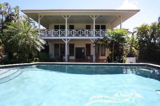 Lynn's Getaway Hotel: Front
