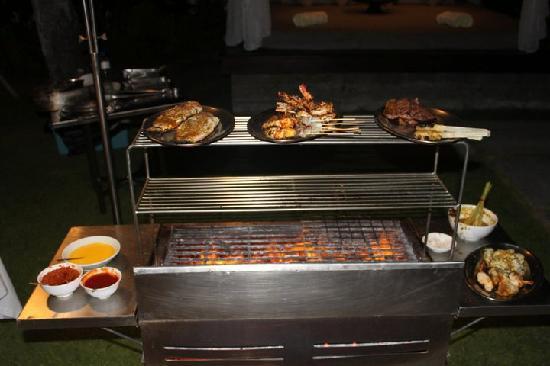 เดอะลากูน่า อะลักชัวรี่คอลเลคชั่น รีสอร์ท & สปา: BBQ in the villa