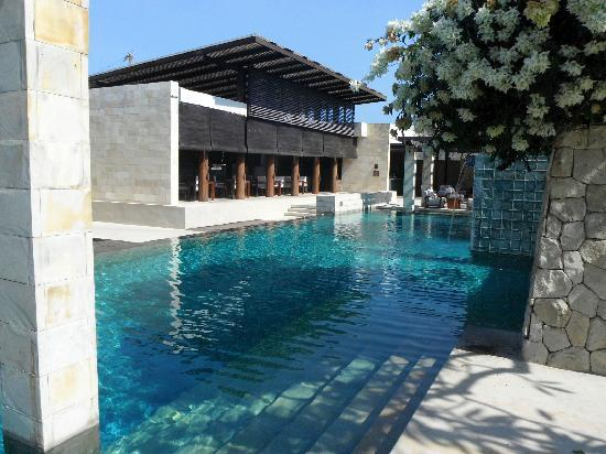 โรงแรมเดอะเบลี: The Pool and Breeze Restaurant