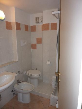 Hotel Isola Rossa: Cabinet de toilette
