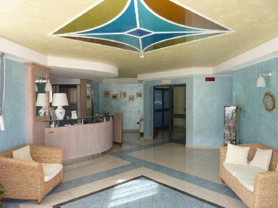 Hotel Isola Rossa: Hall