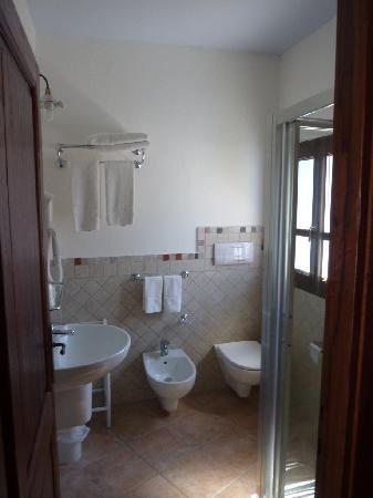 Hotel Nuraghe Arvu: Cabinet de toilette