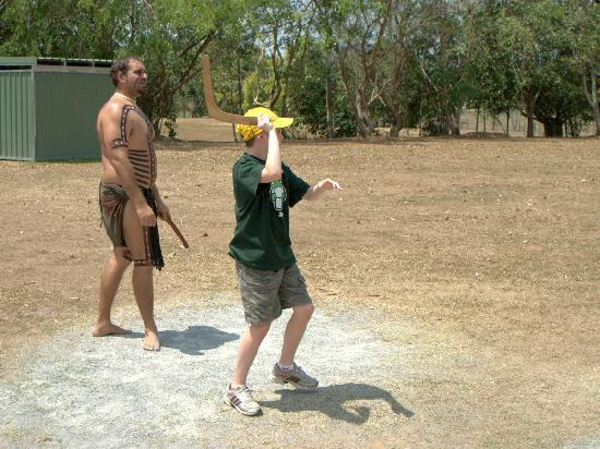 Tjapukai Aboriginal Cultural Park: Boomerang throwing 1
