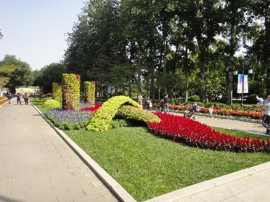 Ritan Park (Ritan Gongyuan): Gardens