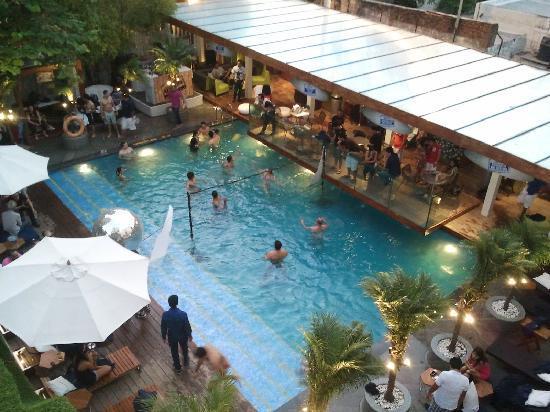 โรงแรมเดอะพาร์ค นิวเดลี: Summer-end Sunday Pool Party