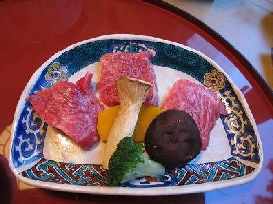 โฮเต็ลแอซโซเซีย ทาคายาม่า รีสอร์ท: 合物  A5等級飛騨牛 石焼き