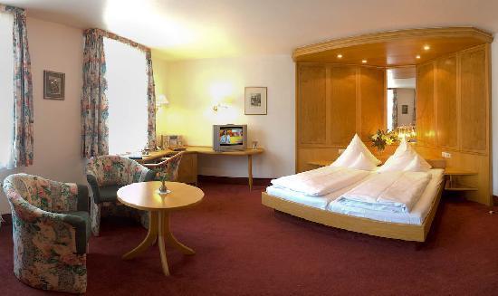Hotel zum Weyssen Roessle: Hier lasst uns Hütten bauen