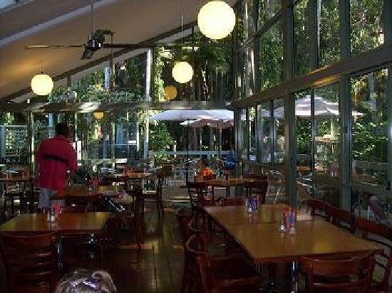 บีชพอร์ต เบด แอนด์ เบรคฟาสท์: Great cafe opposite