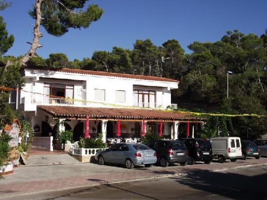 Granada Apartments: Front of Property