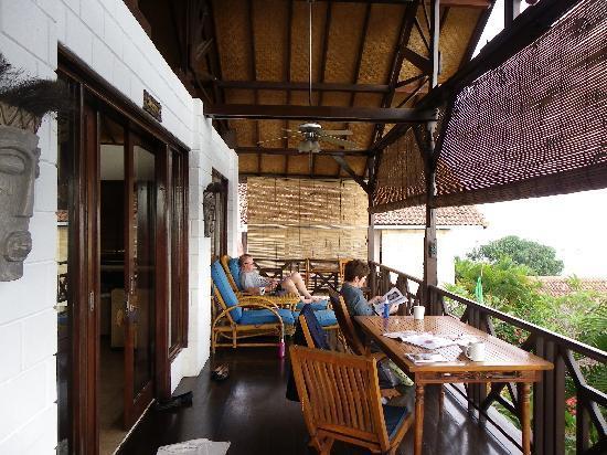 Lembongan Beach Villas Resort: front verandah of villa
