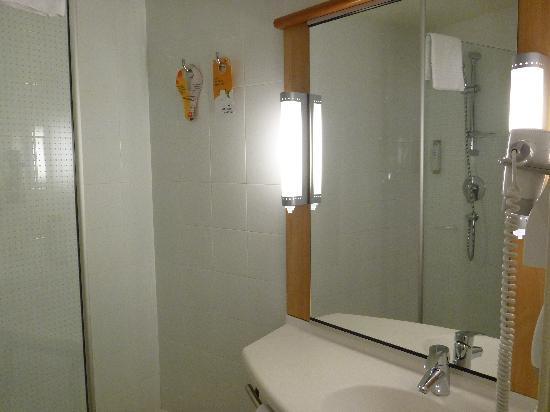 Ibis Barcelona Mollet: Bathroom