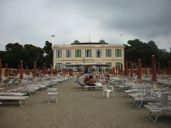 Suite Hotel Nettuno: the beach, view from the water