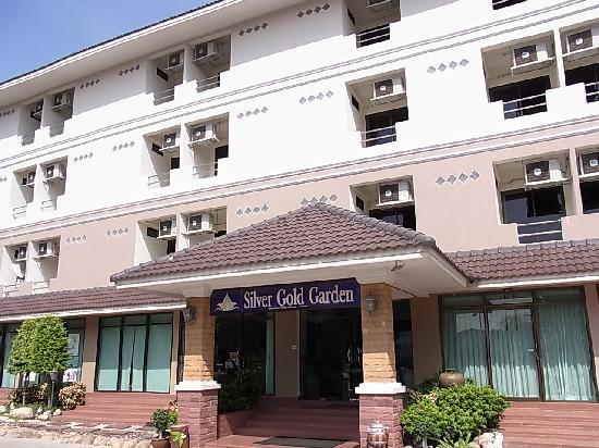 โรงแรมซิลเวอร์โกลด์ การ์เด้น สุวรรณภูมิ แอร์พอร์ต: シルバー ゴールド ガーデン スワンナプーム エアポート①