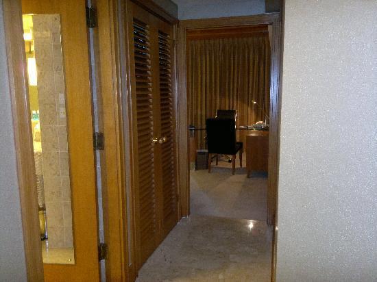 โรงแรมแฟร์มอนท์ สิงคโปร์: signature room, view from door