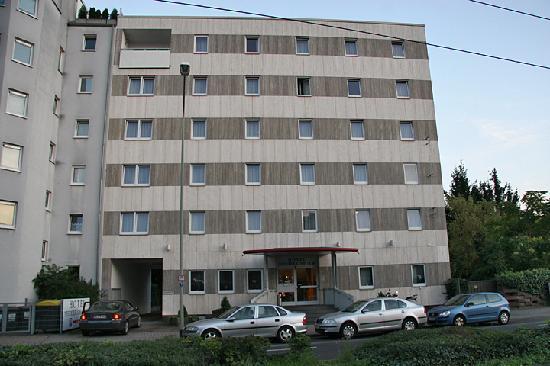 Niederraeder Hof: The hotel