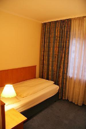 Niederräder Hof: Confortable single bed