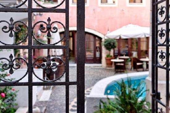 Palazzo Rimondi: Courtyard