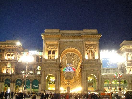 ไอบิสมิลาโน เซ็นโทร: milano piazza duono