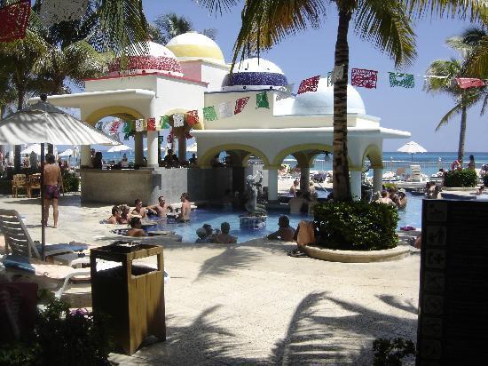 Hotel Riu Cancun: Pool Tavern
