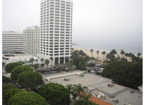 Huntley Santa Monica Beach: Beach view from room