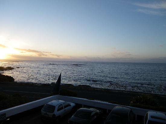 The Twelve Apostles Hotel and Spa: Sunset from the 12 Apostles