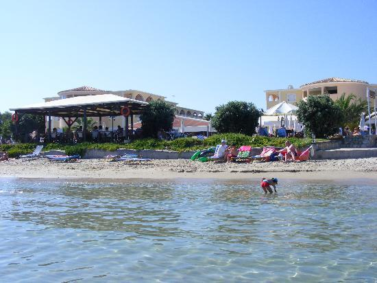 Alykanas Beach Apart-Hotel: The view from the sea back to the accommodation