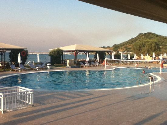 Alykanas Beach Apart-Hotel: The pool from the bar area