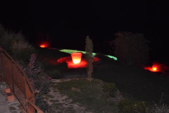 Le Hameau de la Mûre: piscine la nuit