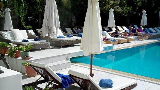 La Piscine Art Hotel: Pool side at La Piscine