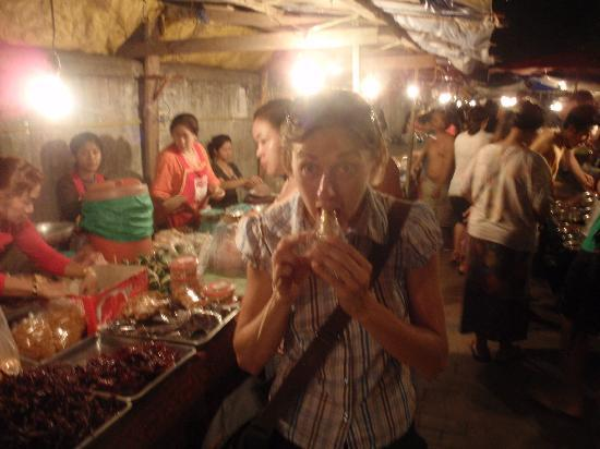 Luang Prabang Night Market: bancarelle