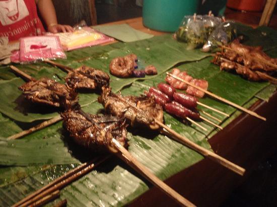 Luang Prabang Night Market: spiedini di bamboo