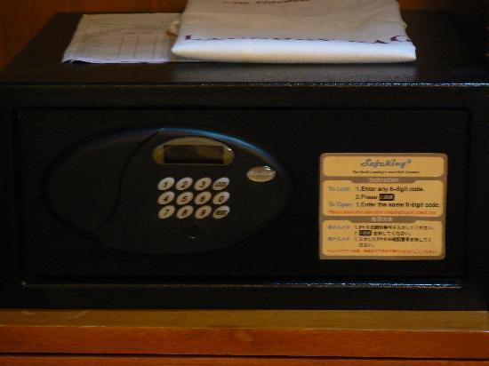 โรงแรมซิตี้ การ์เด้น สวีท: Safety deposit box inside your room