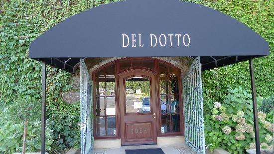 Del Dotto Vineyards & Winery: Del Dotto Entrance