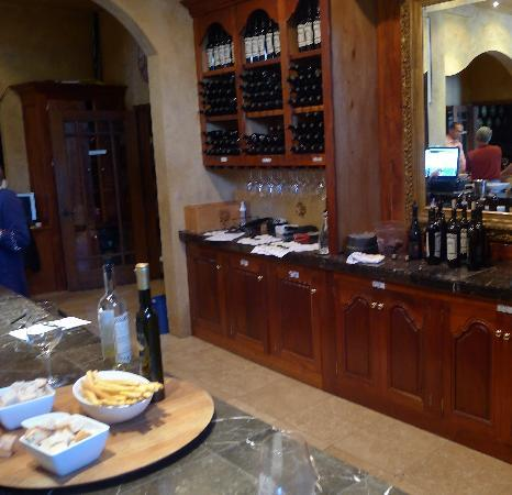 Del Dotto Vineyards & Winery: Tasting area if you don't take the cave tour